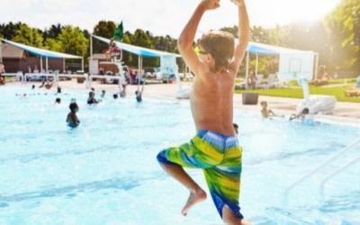 La piscina de la comunidad no es una zona deportiva a efectos de indemnización por accidente
