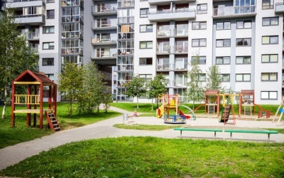 Prohibido el uso de las zonas comunes vecinales por niños y adultos durante el estado de alarma